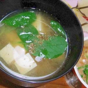 ベビーリーフと絹豆腐のお味噌汁