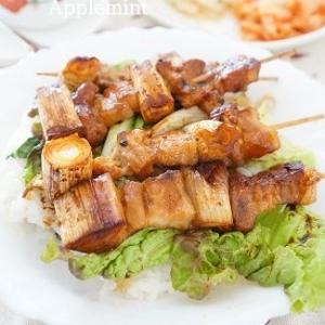 トロンと甘い長ネギがおいしい豚バラやきとり丼