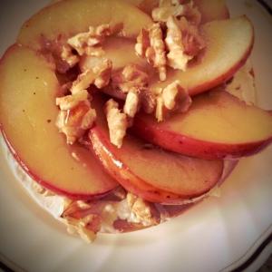 ココナッツオイルでりんごとくるみのベーグルサンド