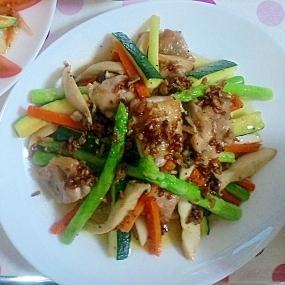 野菜とチキンのグリル アンチョビガーリックソース