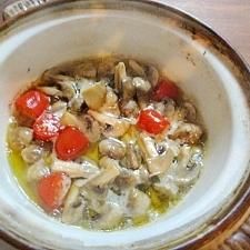 土鍋でトマトとマッシュルームのアヒージョ