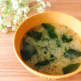 食物繊維ꕤさつまいもとわかめの味噌汁✧˖°