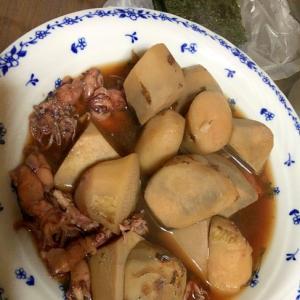 サトイモとヒイカの煮物