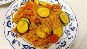ズッキーニと玉葱、人参のナポリタン