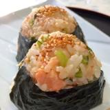 お弁当やお出かけに♪大根葉と鮭の★胡麻おにぎり