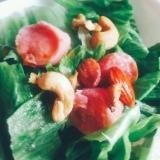 魚肉ソーセージとナッツのサラダ