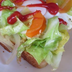 朝目覚めのやさしいお味、春キャベツのエッグトースト