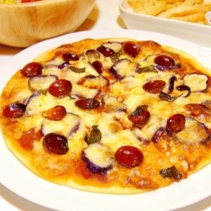 薄焼きパリパリ!ナスとサラミのピザ