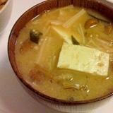 なめことえのきと豆腐の味噌汁