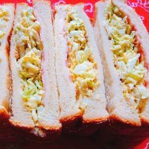 春キャベツとベーコンのサンドイッチ
