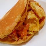 鮭と炒り卵の大豆粉いりパンケーキサンド