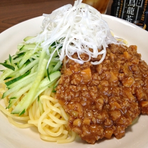 ジャージャー麺です☆豪快に混ぜがっつり食べちゃう♪