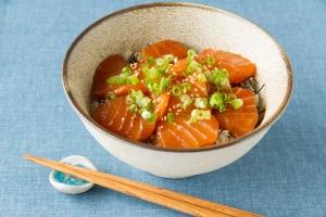 サーモン丼 / Salmon Donburi
