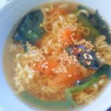 簡単☆野菜入りチキンラーメンスープ