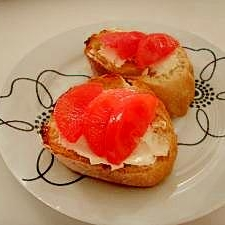 クリームチーズとフルーツトマトのオープンサンド