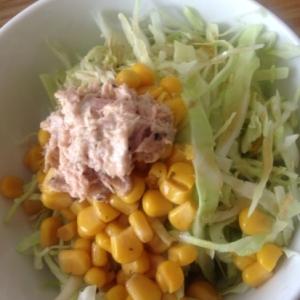 きゃべつとコーンとツナのサラダ