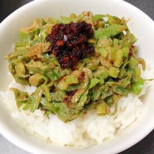 担々麺味?春菊ごまサラダ丼