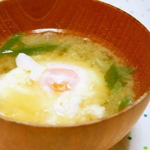落とし卵の味噌汁