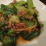 チンゲン菜とひき肉のピリ辛炒め