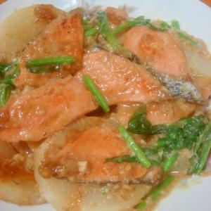 優しい味わい◎鮭と大根のミルク味噌煮