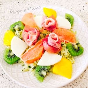 トロピカルフルーツとモッツァレラチーズonパスタ