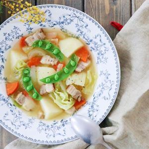 ベーコンと盛り沢山野菜スープ