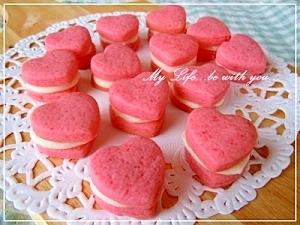 バレンタイン いちごクッキーのホワイトチョコサンド
