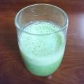 紫小松菜とバナナのグリーンスムージー