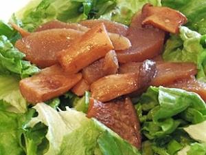 おうちバル、りんごときのこのスモークサラダ