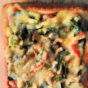 にらと粗挽きウインナーのチーズトースト