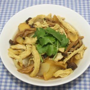 簡単☆乾燥しめじと鶏むね肉でエスニックカレースープ