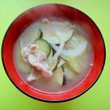 茄子と玉ねぎ豚肉の味噌汁