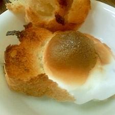 フランスパンにマシュマロをのせてトースト!