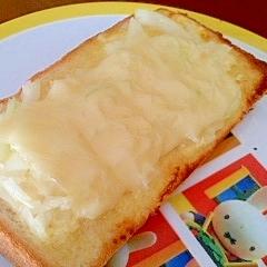 玉ねぎとチーズのマヨトースト