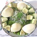 リーフレタス 、茎わかめ、アボガドのサラダ