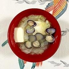 絹ごし豆腐としじみ、白菜のお味噌汁
