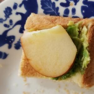 アボカド&りんごトースト