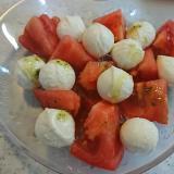 チェリーモッツァレラとトマトサラダ(写真は1人前)
