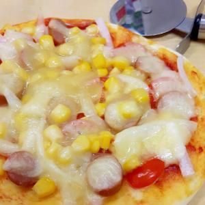 発酵いらずの簡単ピザ+プチトマ+コーンetc.♪