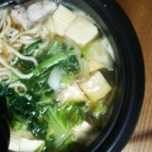 寄せ鍋の素でお鍋(豆腐・白菜・小松菜・鰤・うどん)