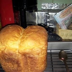 卵黄、牛乳でふわふわ食パン