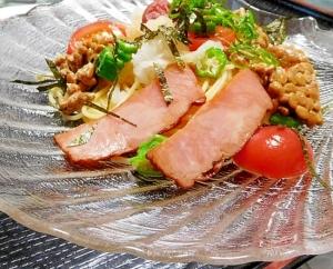 納豆スパゲティー焼豚のせ