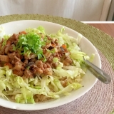 大豆ミートの台湾風そぼろを使ったサラダごはん