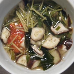 セロリの葉と豆苗の味噌汁