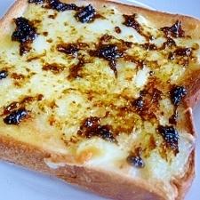 とろけるチーズ&海苔佃煮のトースト