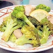 チキンとブロッコリーの温かいサラダ