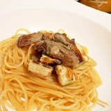 ワインに日本酒に、燻製牡蠣と焼き葱のパスタ