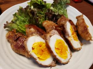 茹で卵の肉巻き
