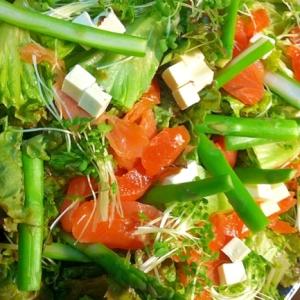サーモンとアスパラの彩りサラダ