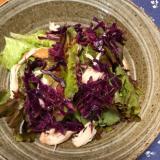 サニーレタスとささみ燻製、紫キャベツのサラダ